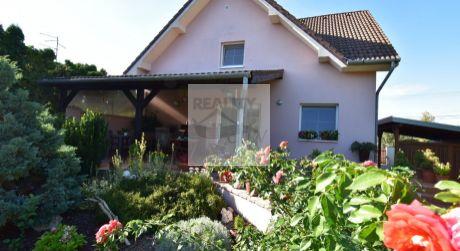5 - izbový rodinný dom, obytná plocha 180 m2, pozemok 634 m2 pri jazere - Rajka