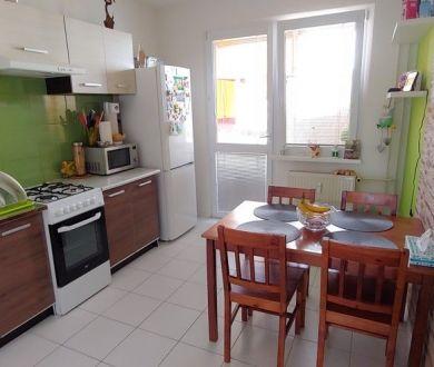REZERVOVANÝ - Ponúkame na predaj pekný 2 izbový byt na Rozkvete, 51 m2.
