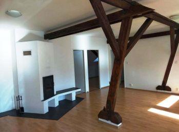 Ponúkame Vám na prenájom luxusný 3-izbový byt s krbom a záhradkou v centre Popradu