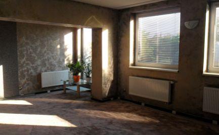 Predám nadštandartný 2 izbový byt v bytovke vo Svätoplukove.