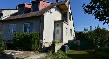 3 - izbový rodinný dom 145m2, čiastočná rekonštrukcia, garáž, pozemok 524m2
