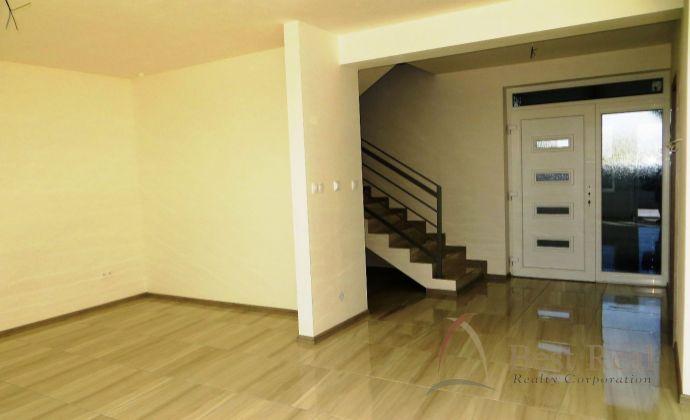 Best Real - 4 izbový rodinný dom v nadštandarte v Dunajskej Lužnej, tichá lokalita