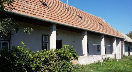 Predaj - 3 izbový sedliacky rodinný dom v pôvodnom stave v Pribete