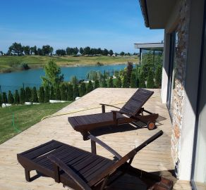 StarBrokers - PREDAJ: Atraktívny 5-izb. bungalov pri jazere oproti golfu v Hrubej Borši