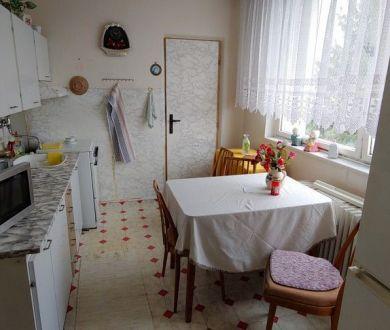 Ponúkame na predaj veľký dvojizbový byt na Strede, PB 67 m2.