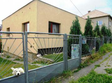 5-i dom,140 m2, zateplený, nová fasáda, pozemok 1000m2