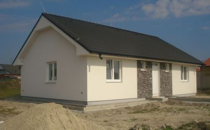 TESNE PRED DOKONČENÍM – komfortný 4 izb bungalov v tichej časti obce Jastrabie Kračany