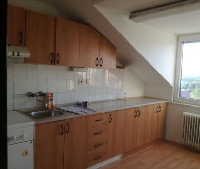 Ponúkame Vám na predaj 2 izbový byt Dubnici nad Váhom, s garážou.