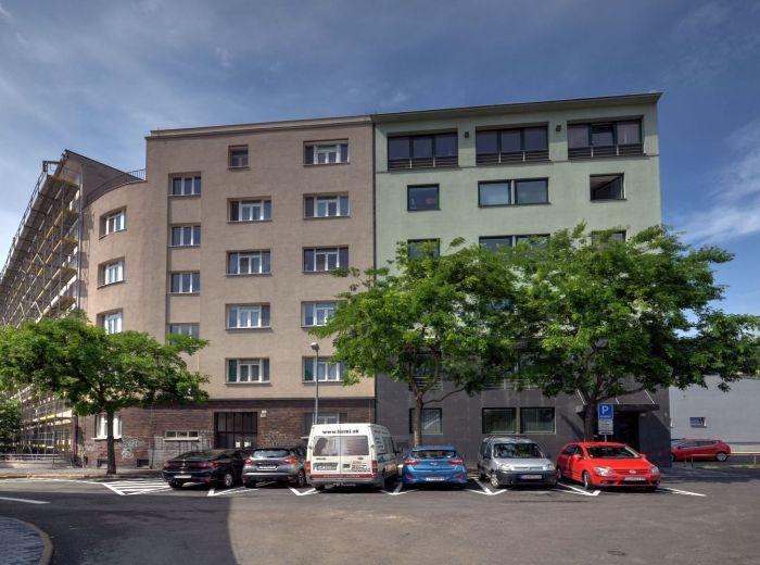 KÝČERSKÉHO, 2,5-i byt, 76 m2 - centrum mesta, pôvodný stav, pivnica, loggia, VYNIKAJÚCA DISPOZÍCIA
