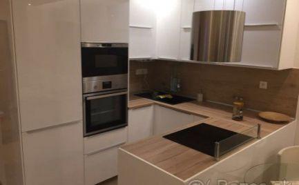 Prenájom kompletne zariadeného 2 izbového bytu s balkónom Antolská ul. Petržalka