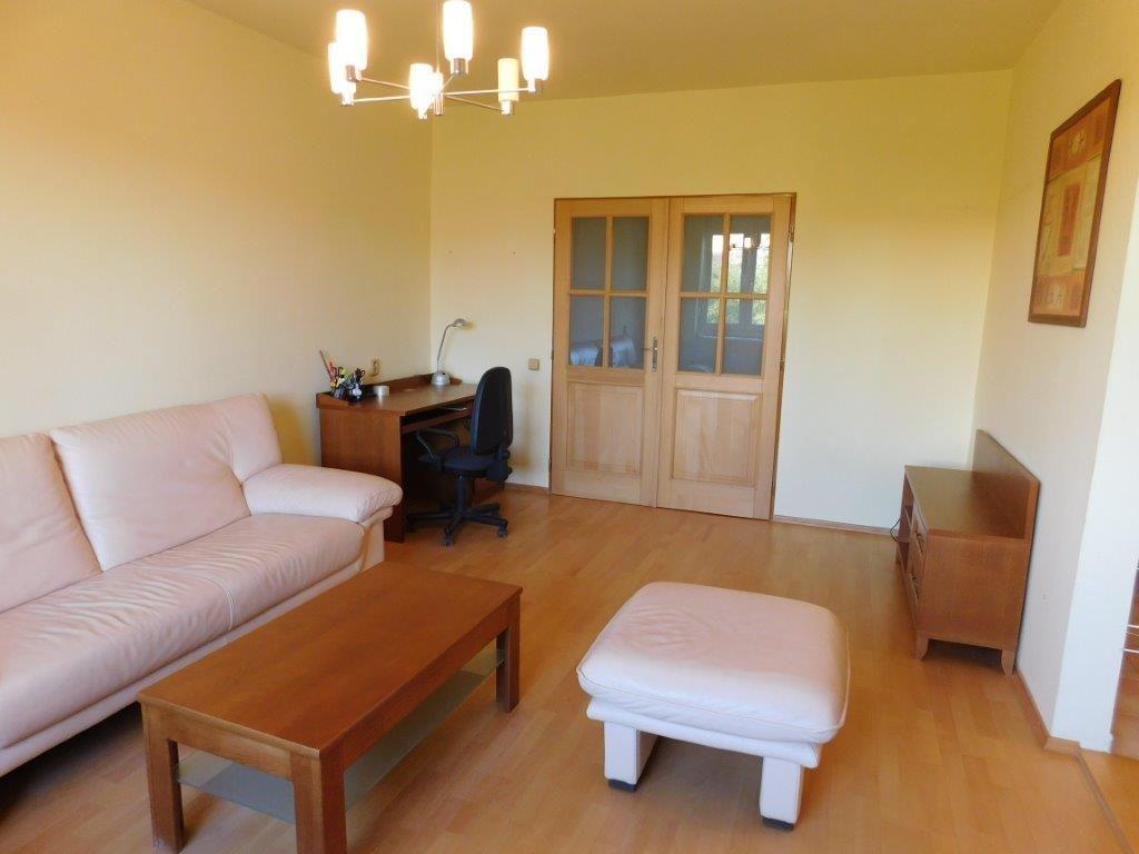 Areté real, Predaj slnečného, veľkometrážneho 3-izbového bytu s 2 loggiami v priamom centre mesta Pezinok