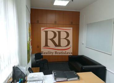 Kancelária na Gorkého ulici, v blízkosti nákupného centra Eurovea