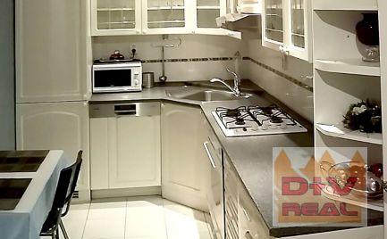 D+V real ponúka na prenájom: 5 izbový rodinný dom, Záborského ulica, Nové Mesto, Bratislava III, pri Poluse, vhodný aj na bývanie aj na podnikanie