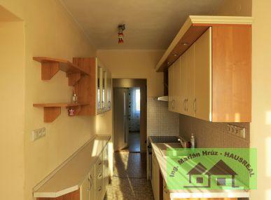 REZERVOVANÉ!!Pekný 3-izbový byt, 79 m2, balkón, kompletná rekonštrukcia, Šahy Stred