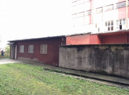 ZNÍŽENÁ CENA Na predaj priemyselná budova v Partizánskom