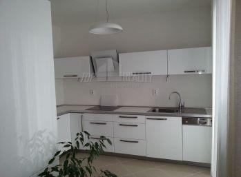 Priestranný a zariadený 4 izbový byt v Ružinove