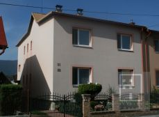 Exkluzívne na predaj veľký viacúčelový rodinný dom + menší prízemný dom na pozemku s rozlohou 626 m2 pre rodinu a podnikanie, Martin-Priekopa