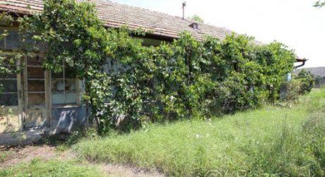 Ponúkame na predaj starý vidiecky rodinný dom v Kamennom Moste.