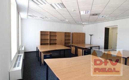 D+V Real ponúka na prenájom: 4 kancelárie, zasadačka a príslušenstvo, Gorkého ulica, pri SND, na hranici pešej zóny,  možnosť parkovania