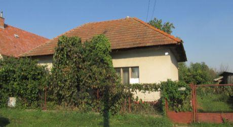 Na predaj pozemok so starým domom Neverice