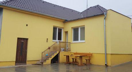 SVÄTÝ PETER - rodinný dom po rekonštrukcii s pekným pozemkom. ODPORÚČAME.