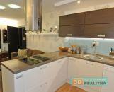 REZERVOVANÉ Krásny 3-izbový zariadený kompl. zrekonštruovaný byt - Centrum - Prievidza