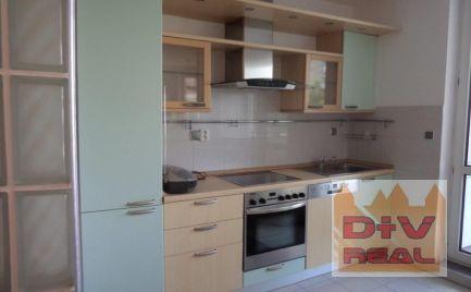 Prenájom: 4 izbový byt, Drotárska cesta, Bratislava I, Staré Mesto, nezariadený/zariadený, terasa, parkovanie
