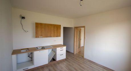 Vkusne zrekonštruovaný 1i byt na sídlisku Juh v Topoľčanoch, s balkónom