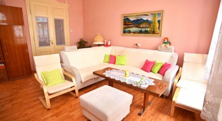 Mierové námestie., 3-izb. byt v centre s výhľadom na hrad, 85 m2