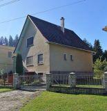 Ponúkame na predaj veľmi pekný starší rodinný dom v lokalite  Lány, Pov.Bystrica.