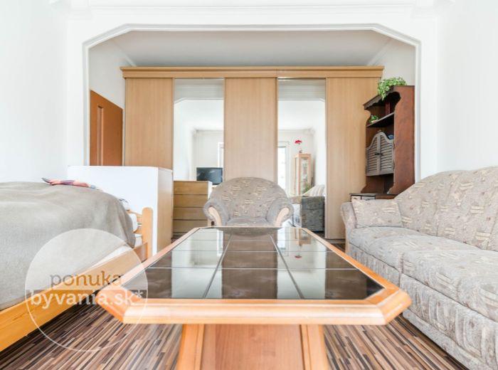 PREDANÉ - ČSL. PARAŠUTISTOV, 2-i byt, 51 m2 – 2 x LOGGIA, rekonštrukcia bytu aj domu, ELEKTRIČKA