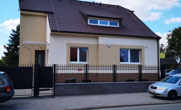 Veľký rodinný dom po kvalitnej rekonštrukcii na prenájom pre firmu vo výbornej lokalite BA II - Ružinov časť Prievoz na Mierovej ulici