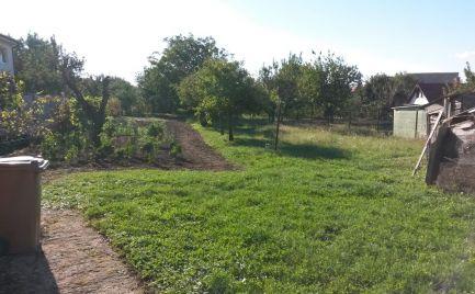Krásny pozemok so starším domom v Nitre - Janíkovce