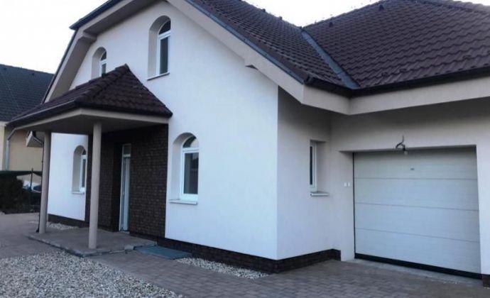 Pekná, veľká novostavba rodinného domu (ÚP 240 m2) na pozemku 879 m2 v obci Alžbetin dvor