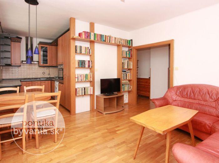 PREDANÉ - RUŽINOV, 3-i byt, 70 m2 – NÍZKOPODLAŽNÝ DOM, kompletná rekonštrukcia, ELEKTRIČKA