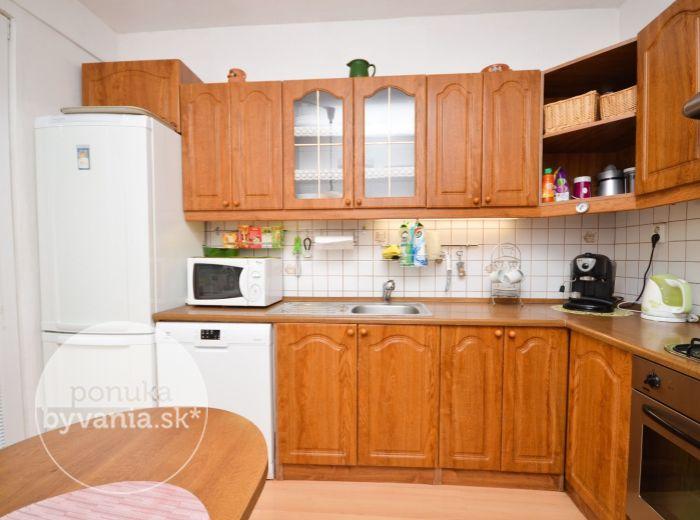 PREDANÉ - BUDATÍNSKA, 3-i byt, 70 m2 – ZREKONŠTRUOVANÝ dom, súkromné PARKOVISKO, KOMPLET občianska vybavenosť