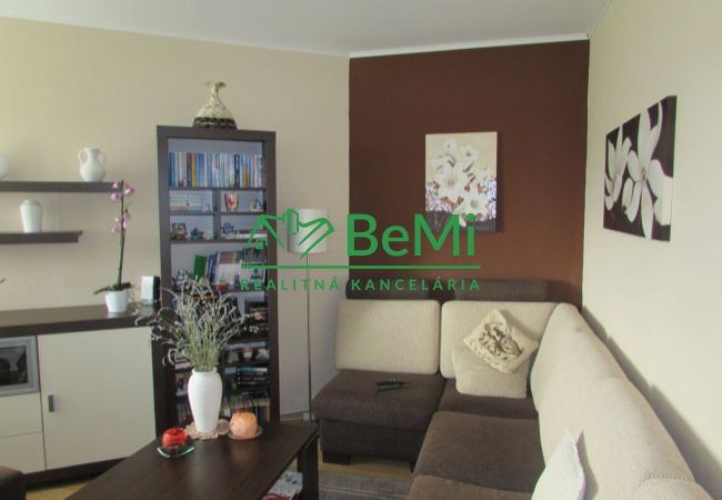 REZERVOVANÉ !!  Predáme veľký zrekonštruovaný byt - Zlaté Moravce (696-113-AFI)