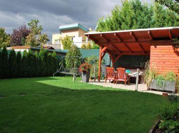 Zariadený, BEZBARIÉROVÝ, veľmi pekný 3-izbový byt so záhradou