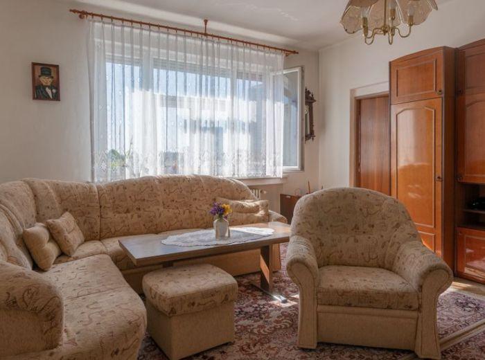ŠANCOVÁ, 2-i byt, 77 m2 - TICHÝ PRIESTRANNÝ BYT v CENTRE s LOGGIOU 5,2 m2, bezproblémové PARKOVANIE