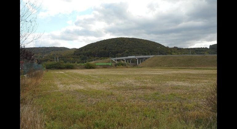 Slnečný, rovinatý pozemok na okraji obce Opatová, 683 m2
