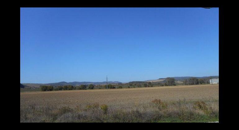 Slnečný rovinatý pozemok v obci Dobrá, 1459 m2