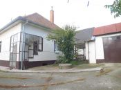 Blesovce - 3 izbový zachovalý dom