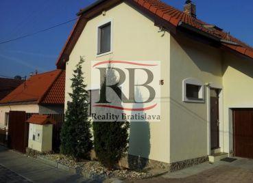 4.izbový rodinný dom v Záhorskej Bystrice v časti Vlkovky