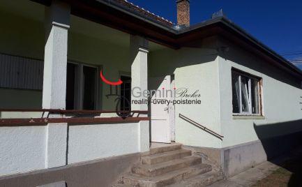 GEMINIBROKER Vám ponúka dom s veľkým pozemkom v Makkoshotyka