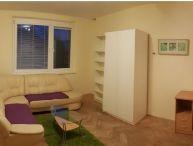 REALFINANC - EXKLUZÍVNE IBA U NÁS !!! 2 izbový byt bez balkóna o výmere 58 m2, širšie centrum Trnavy !!!