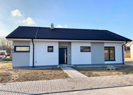 DELTA - 4 izbový rodinný dom v obci Kalinkovo, 671 m2