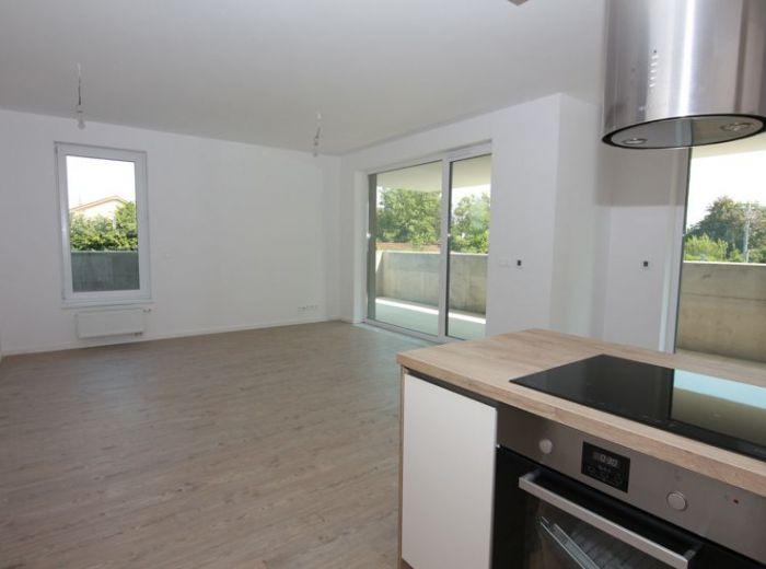 BAJKALSKÁ, 3-i byt, 78 m2, 33 m2 terasa - GARÁŽOVÉ STÁTIE, skolaudované, NOVÝ RUŽINOV, dohoda