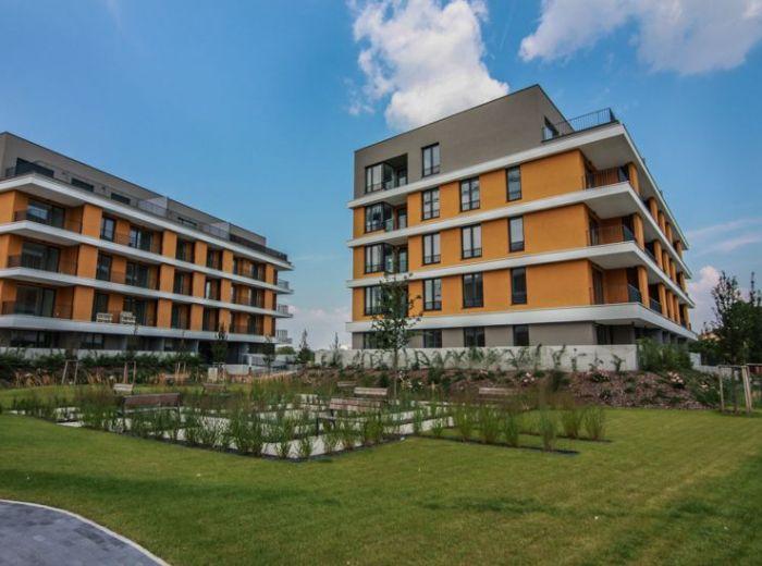 BAJKALSKÁ, 4-i byt, 111 m2 - PIVNICA, garážové státie, SKOLAUDOVANÉ, Nový Ružinov, DOHODA