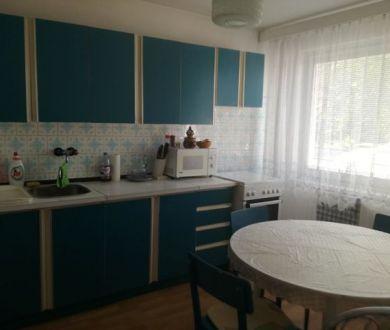 Ponúkame na predaj polovicu rodinného domu v Ilave.