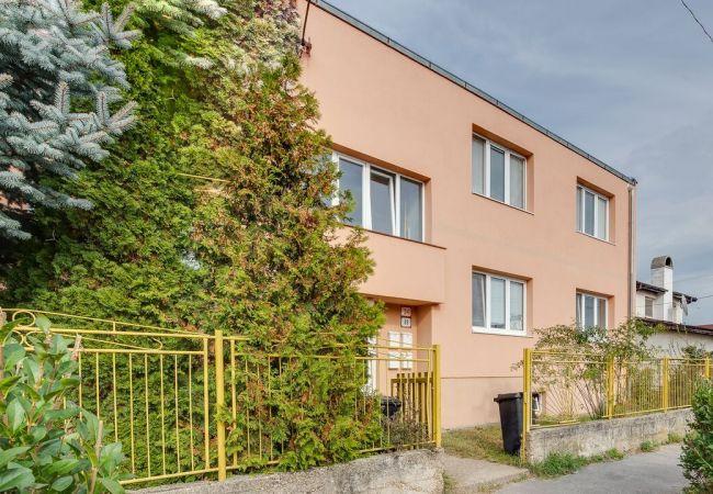 4izb byt, Tehlová stavba, vlastné kúrenie, čiastočná rekonštrukcia
